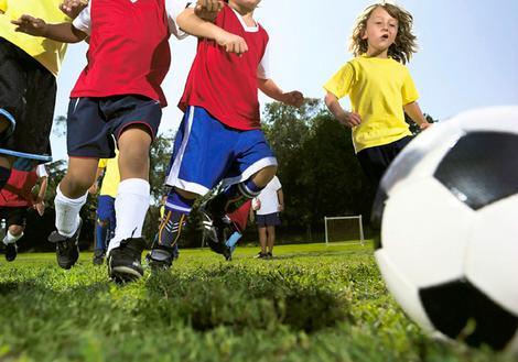 Ideas de ejercicios básicos de futbol para entrenar con niños