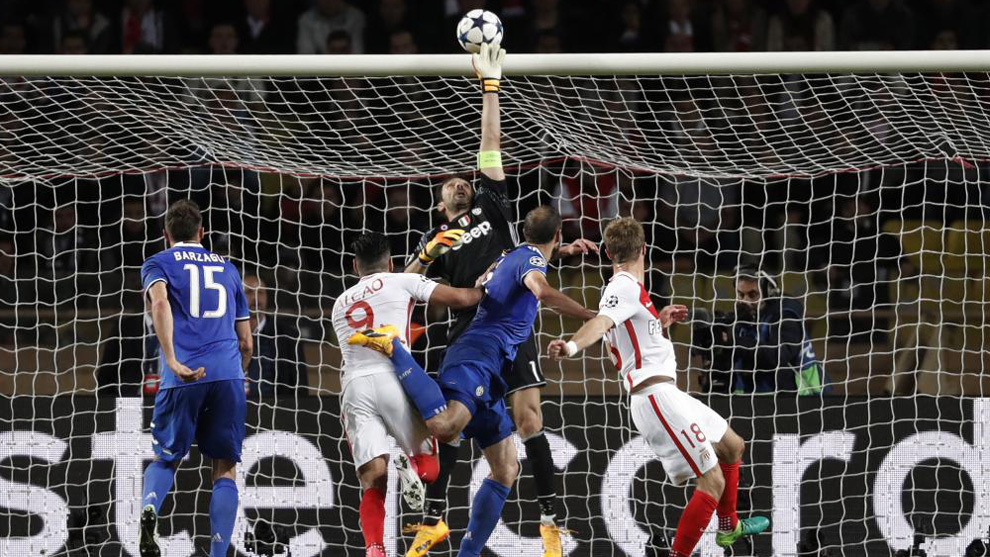 Football Soccer - AS Monaco v Juventus - UEFA Champions League Semi Final First Leg  - Stade Louis II, Monaco - 3/5/17 Juventus' Gianluigi Buffon in action Reuters / Eric Gaillard Livepic