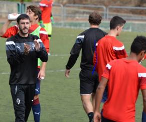 Haritz Aranburu entrenando en SD Eibar.